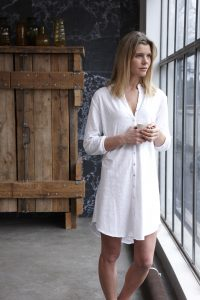 Livia long shirt white 1